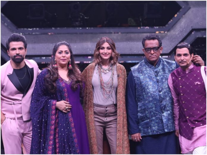 Sonali Bendre With The Judges and Anchor Od Super Dancer Chapter 4